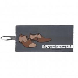 Poche à chaussures Grandes Pompes, Derrière la porte